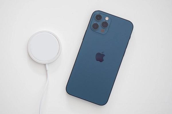 Hao pin nhanh đang là vấn đề được người dùng iPhone 12 quan tâm