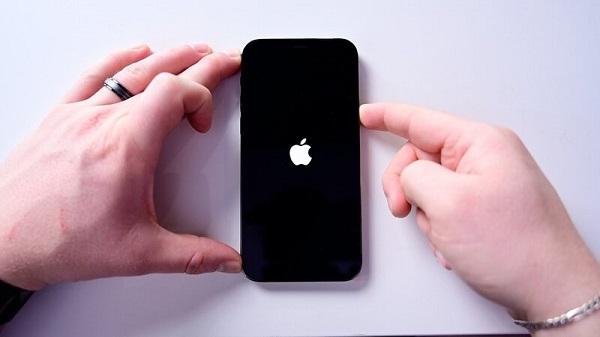 Nhớ sao lưu dữ liệu khi khôi phục lại iPhone bạn nhé!