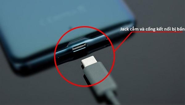 Cổng kết nối Samsung bị bẩn